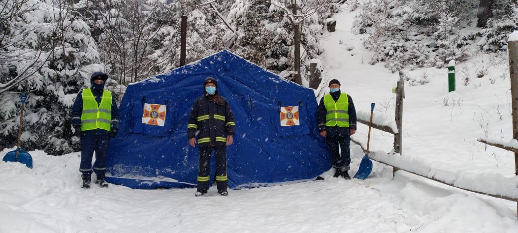 Загалом, упродовж доби 12 лютого до пунктів обігріву звернулось 628 людей, з них до ДСНС - 172 особа.