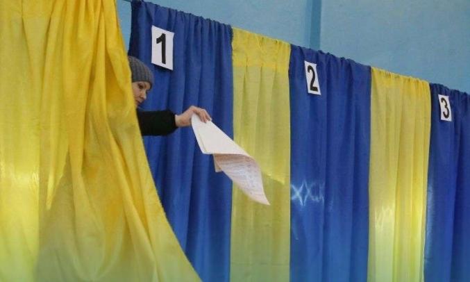 Активна жителька Рахівщини так хотіла, щоб її кандидат став депутатом Богданської ОТГ, що проголосувала за нього двічі.