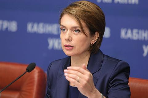 Міністр освіти та науки Лілія Гриневич наголосила на тому, що вчитель, який працює в школі, не може бути репетитором. Це вважається порушенням.