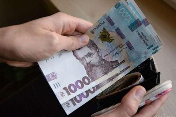 Середня номінальна зарплата на Закарпатті у квітні становила 11 608 грн.