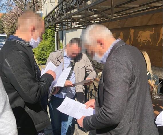 Директору Департаменту Ужгородської міської ради повідомлено про підозру у розтраті майже 470 тис грн виділених на ремонт площі Поштової у м. Ужгороді.