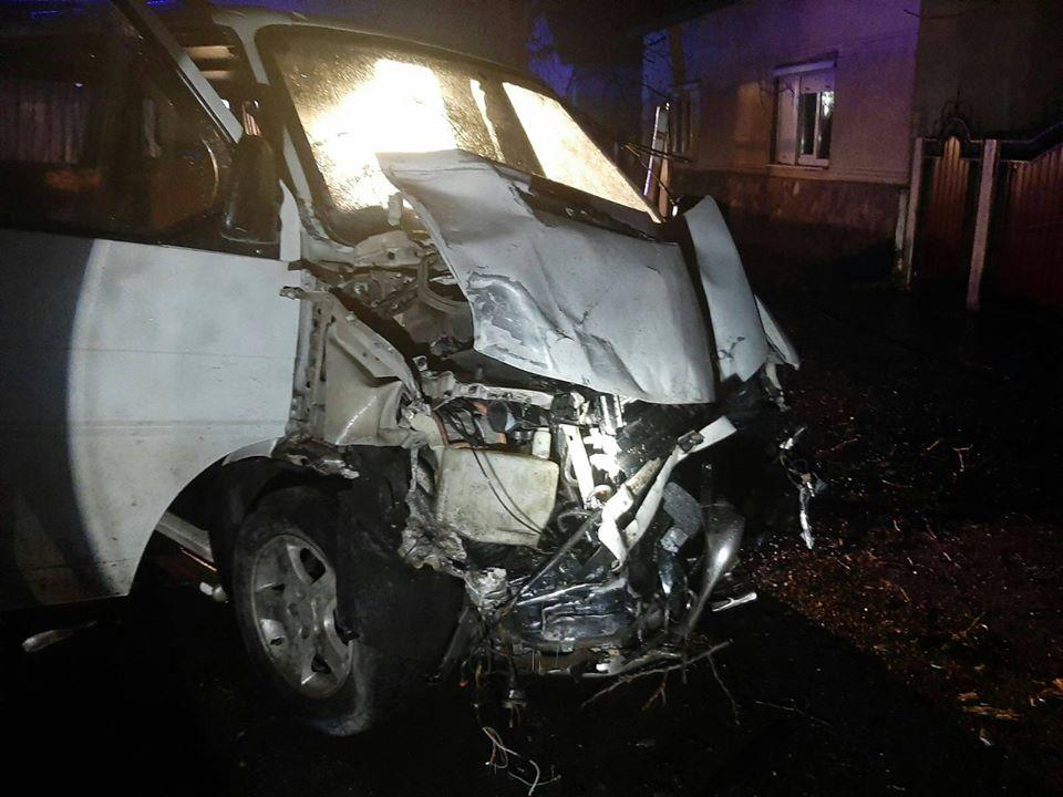 Рятувальники Виноградова ліквідовували наслідки смертельної ДТП, що сталася на вулиці Ардовецькій у ніч на 9 березня.