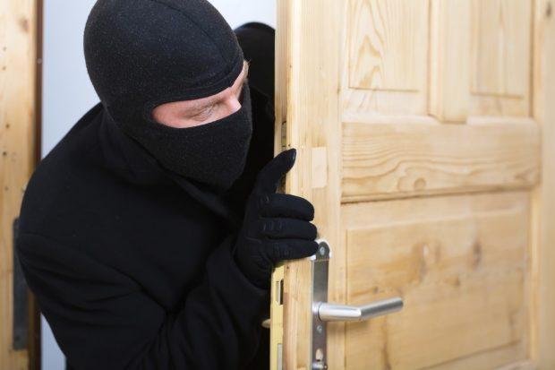 З приватної прибудови  односельця чинадієвець викрав електроінструменти та інше господарське майно.