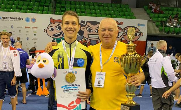 В угорському місті Дьор відбувається чемпіонат Європи з кікбоксингу, у якому беруть участь майже 2000 учасників із 39 країн.