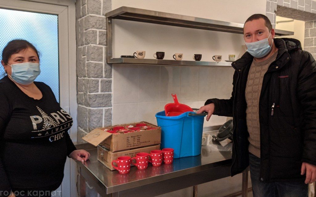 Один из них действует в селе Попово, возглавляемом Ласко Полого.