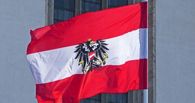 Про це повідомила впливова австрійська газета Kronen Zeitung. Працівнику посольства РФ слід покинути країну до 1 вересня.