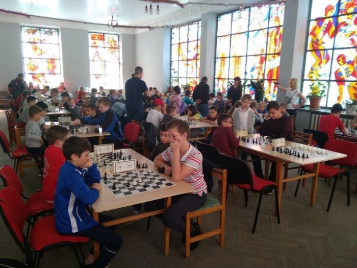 Шістнадцятий рік поспіль в обласному центрі Закарпаття відбувається меморіальний шаховий турнір пам'яті видатного вірменського гросмейстера, дев'ятого чемпіона світу Тиграна Петросяна.
