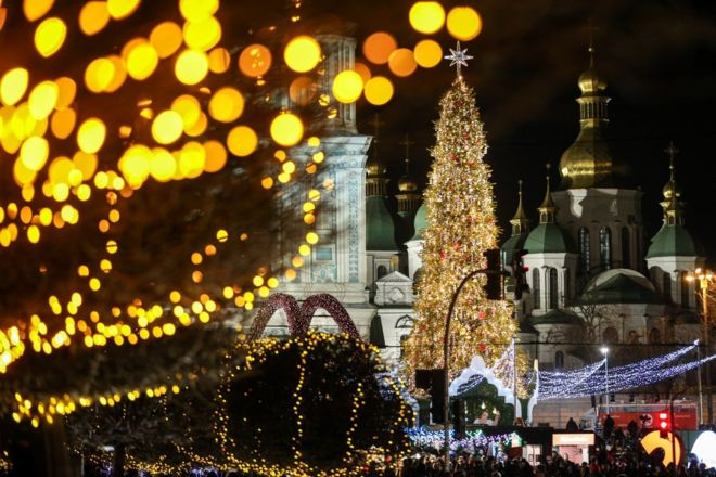 Українські церкви, попри всі розбіжності, об'єднує щонайменше одна особливість: усі вони, на відміну від більшості християнського світу, користуються астрономічно застарілим календарем.