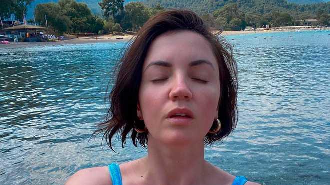 Популярна артистка Оля Цибульська відправилась у Туреччину з 6-річним сином Нестором. Поки хлопчик розважався в дитячому клубі, зірка фотографувалася на пляжі.