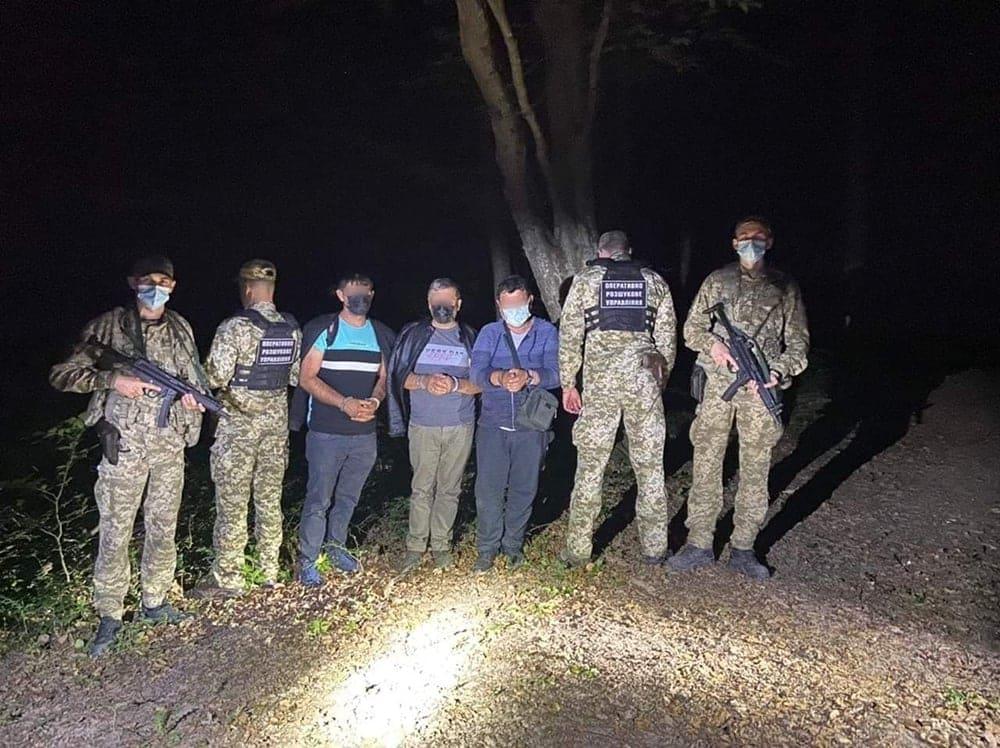 Учора, в ході реалізації оперативної інформації, прикордонники Чопського загону спільно з оперативниками Львівського загону попередили спробу незаконного перетину держрубежу групою іноземців.