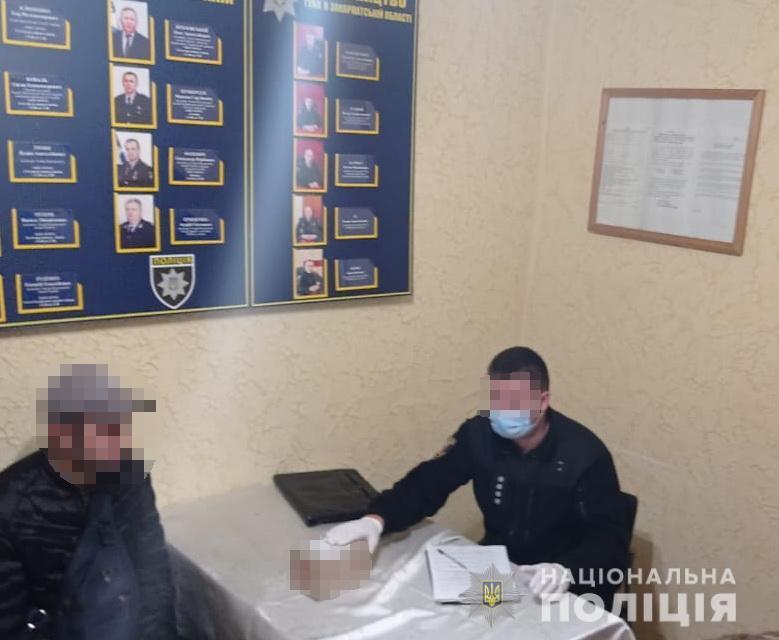Вчера, 26 октября, сотрудники уголовной полиции совместно с инспекторами патрульной полиции остановили для проверки местного жителя.