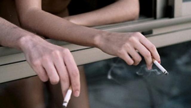 В Україні хочуть штрафувати за куріння на власному балконі