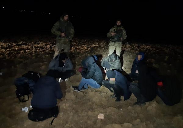 Десятеро нелегальних мігрантів та їх ймовірних переправників затримали учора ввечері прикордонники відділу «Лужанка» Мукачівського загону.