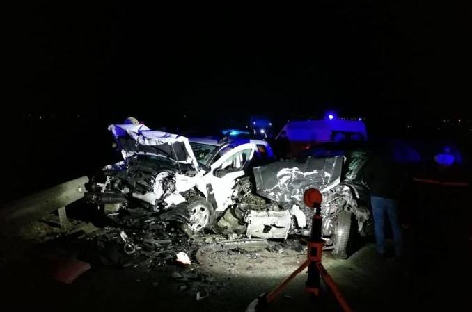 Водіїв двох із чотирьох автомобілів визволяли з допомогою спецобладнання.