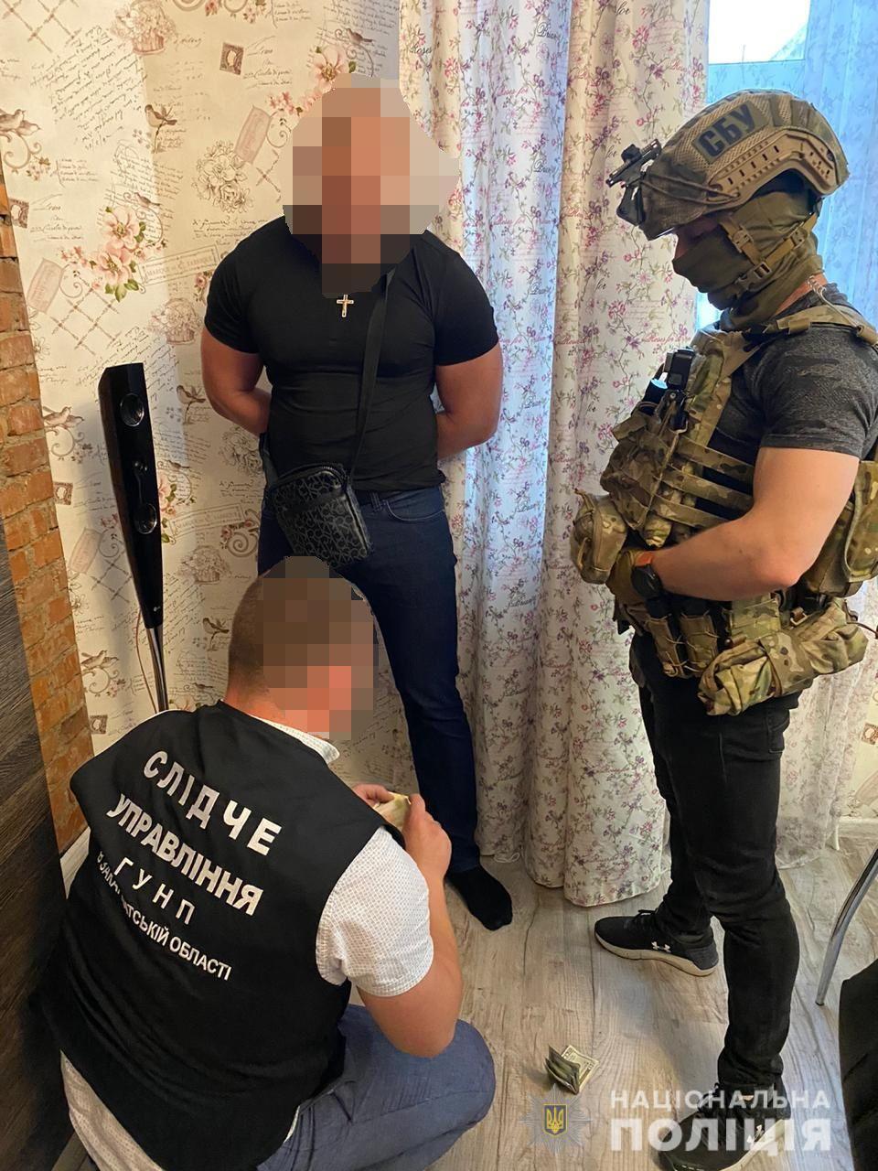 Наркодилерів затримали у одній з квартир Ужгорода, де вони вчергове реалізували наркотичні засоби.