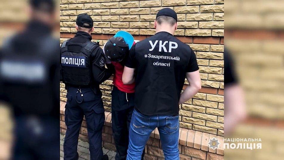 Обвинувальний акт відносно 39-річного жителя Ужгородського району, який напав на пенсіонера скерували у суд.