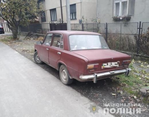 27 листопада, близько 11.40 до поліції Мукачева звернувся 63-річний пенсіонер, який повідомив, що від нього викрали автомобіль «ВАЗ-2101».