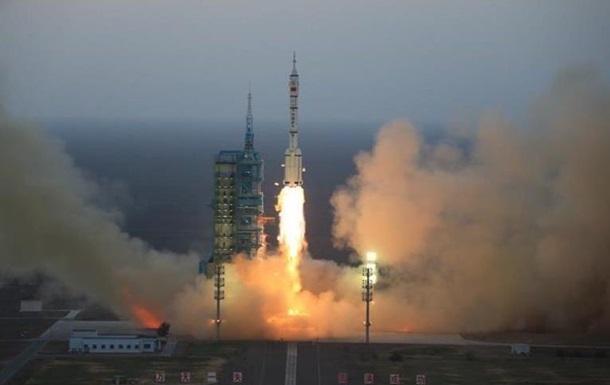 Китай ніяких пояснень про запуск невідомого об'єкта із серкетного космічного корабля не надав.