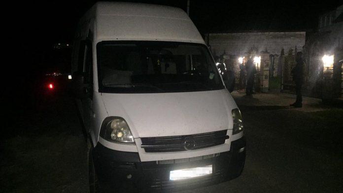 Ввечері п'ятниці, 10 вересня, у Яворівському районі, 31-річний чоловік на смерть збив свою дворічну дитину. Аварія трапилася близько 21:00 у селі Дебрі.