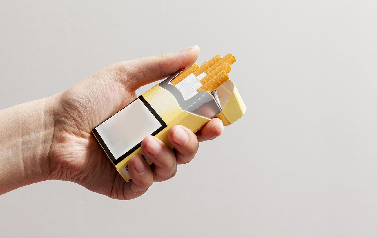 У Верховній раді знову подали правки до антитютюнового проекту. Також у парламенті пропонують зробити пачки сигарет всіх брендів однаковими.