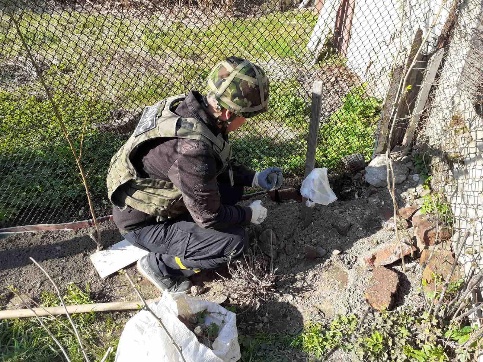 Первое сообщение об обнаружении подозрительного предмета спасателям поступило в 11:00 9 апреля.