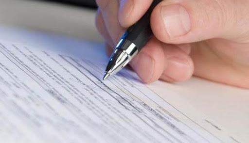 Посадовцю Великоберезнянського районного відділу земельних ресурсів повідомлено про підозру у службовому підробленні.