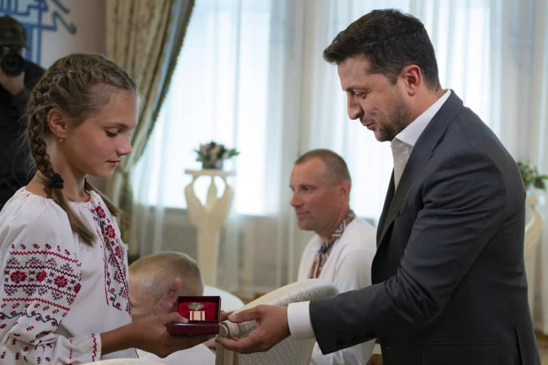 12-річна Тетяна Тулайдан, яка під час повені на Рахівщині врятувала чотирьох дітей, отримала 4 серпня медаль
