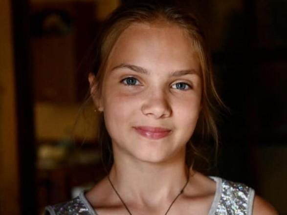 Президент України Володимир Зеленський нагородив медаллю 12-річну Тетяну Тулайдан, яка врятувала чотирьох дітей від повені на Закарпатті, передає Офіс Президента.