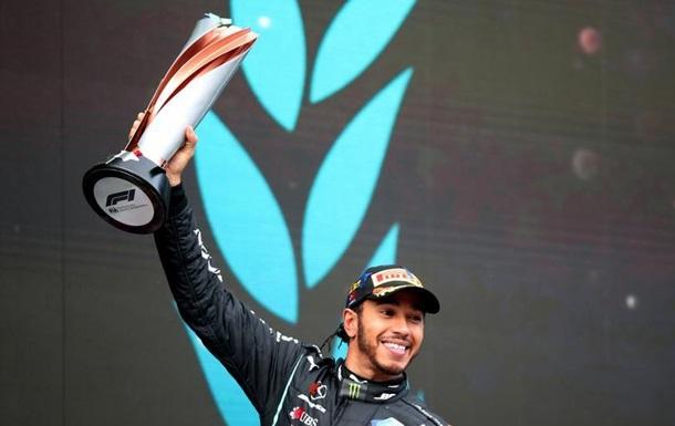 Пілот німецької команди Mercedes Льюїс Гемілтон всьоме здобув чемпіонство у класі автоперегонів