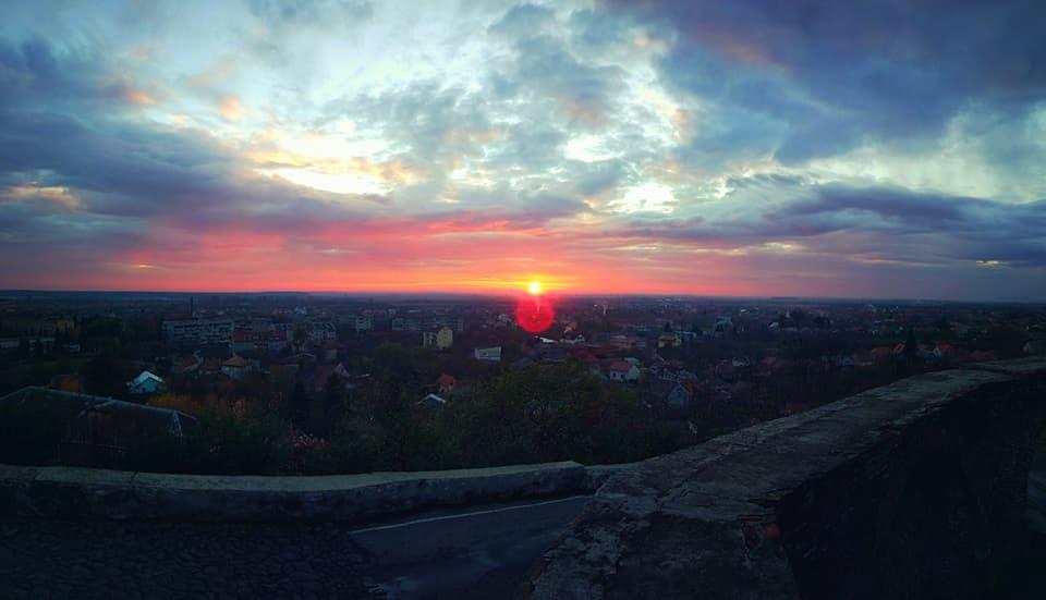 Краса по-закарпатськи: як заходить сонце у Мукачеві