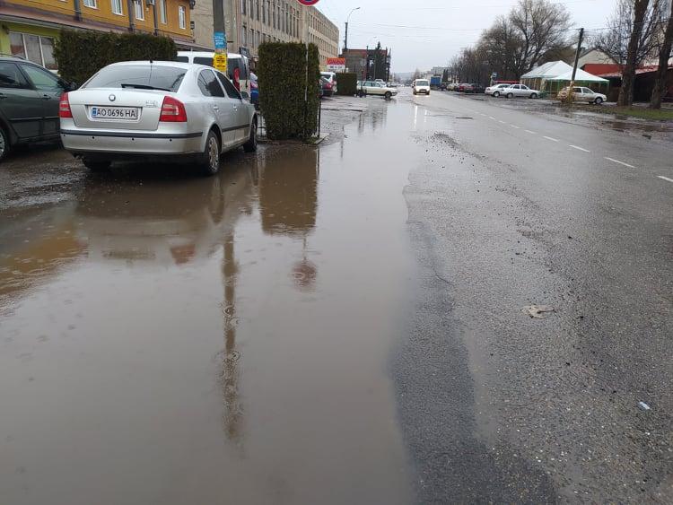 Проблеми під час негоди щоразу виникають на міських дорогах Виноградова…