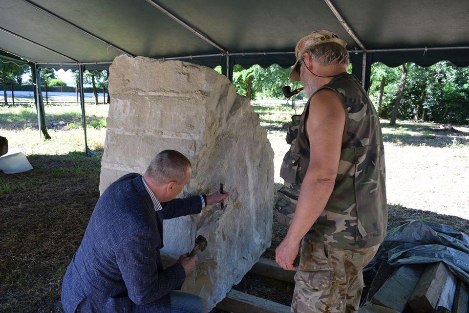 У с. Яноші розпочався анонсований раніше міжнародний Закарпатський скульптурний симпозіум.