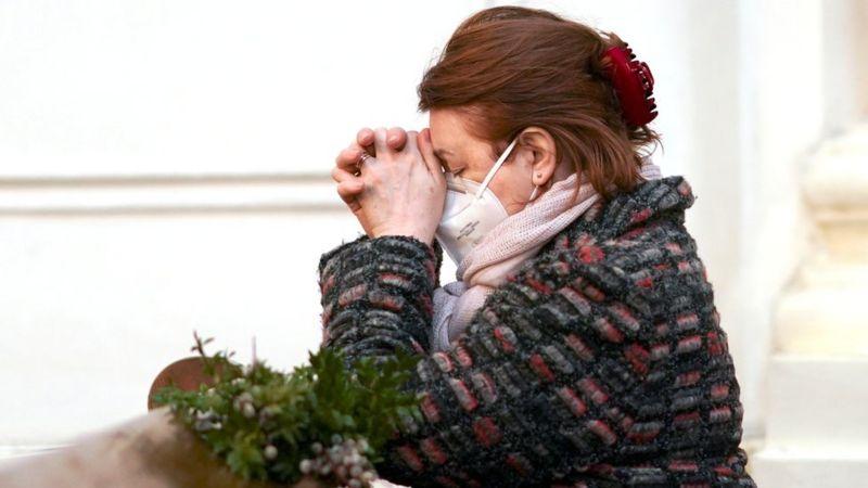 Східна Європа значною мірою уникнула найгірших спалахів коронавірусу в 2020 році, але картина різко змінилася на початку 2021, коли одразу в кількох країнах реєструють рекордні кількості інфікувань.