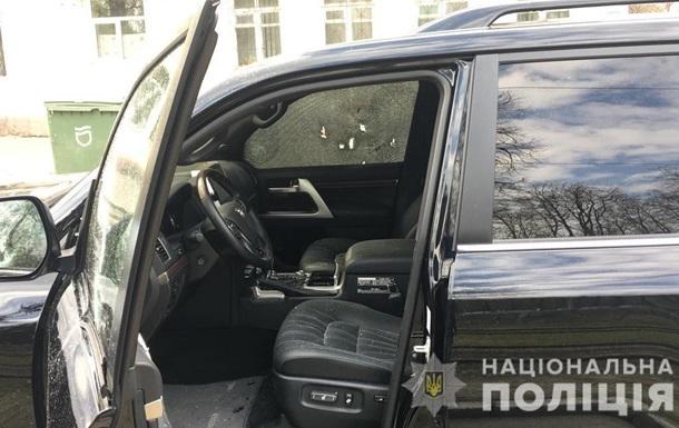 Був обстріляний автомобіль Toyota Land Cruiser. Водій транспортного засобу помер у машині швидкої допомоги.