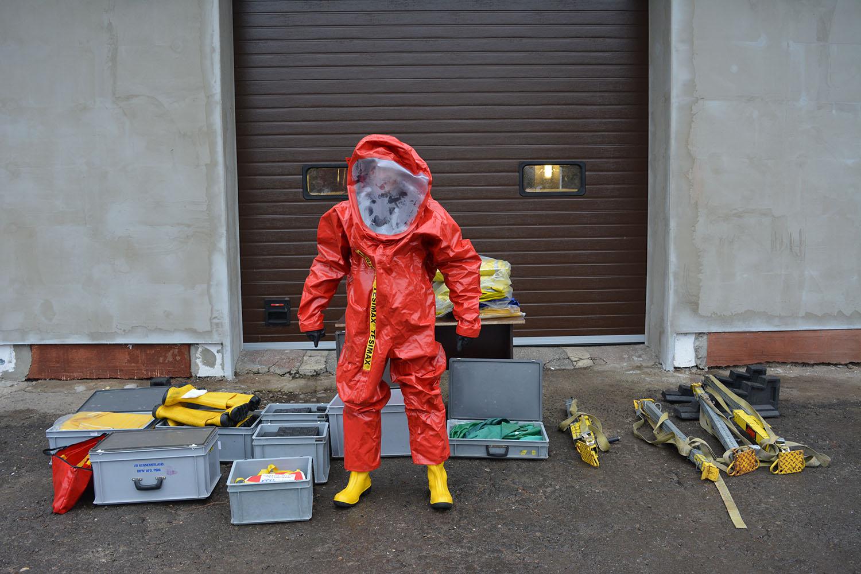 Костюми хімічного захисту та обладнання для ліквідації наслідків дорожньо-транспортних пригод отримали від нідерландських колег ужгородські рятувальники.