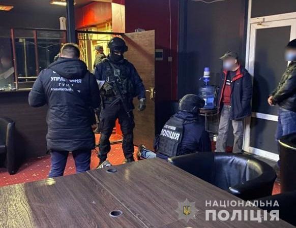 Співробітники Головного управління Національної поліції у Закарпатській області провели серію обшуків та виявили місця, які використовувалися для незаконного в Україні грального бізнесу