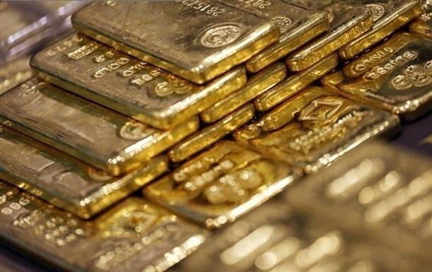 Зниження курсу долара робить більш цікавими для міжнародних покупців сировинні товари, зокрема - золото.