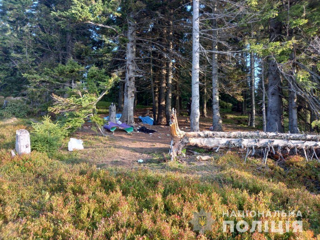 Закарпатська поліція встановлює обставини нещасного випадку у горах.