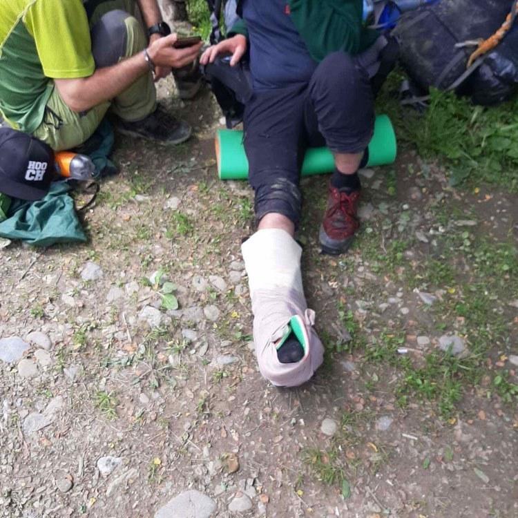 25 червня об 11:40 до рятувальників надійшло повідомлення про те, що під час проходження туристичного маршруту з г. Мика-Маре до с. Богдан Рахівського району, отримав травму ноги.
