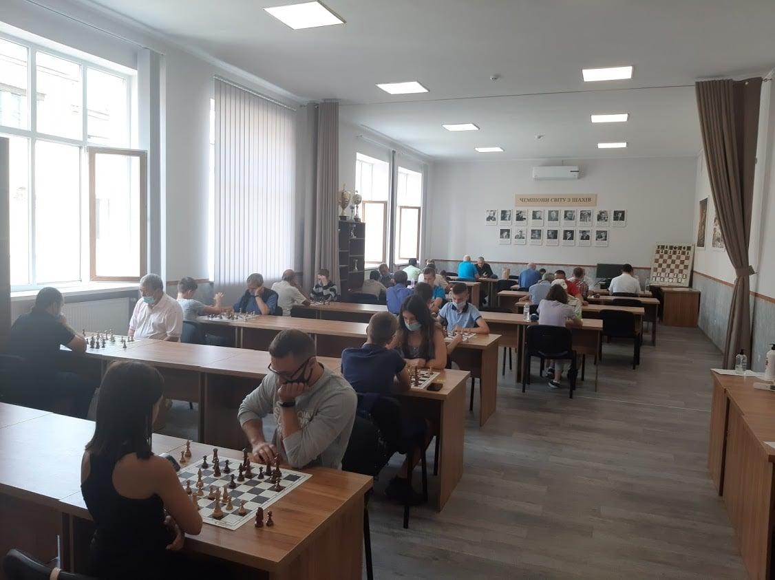 В помещении Дворца культуры и искусств состоялся чемпионат Закарпатской области по быстрым шахматам.