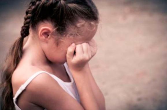 Неповнолітнього закарпатця засуджено до 10 років ув'язнення за зґвалтування.