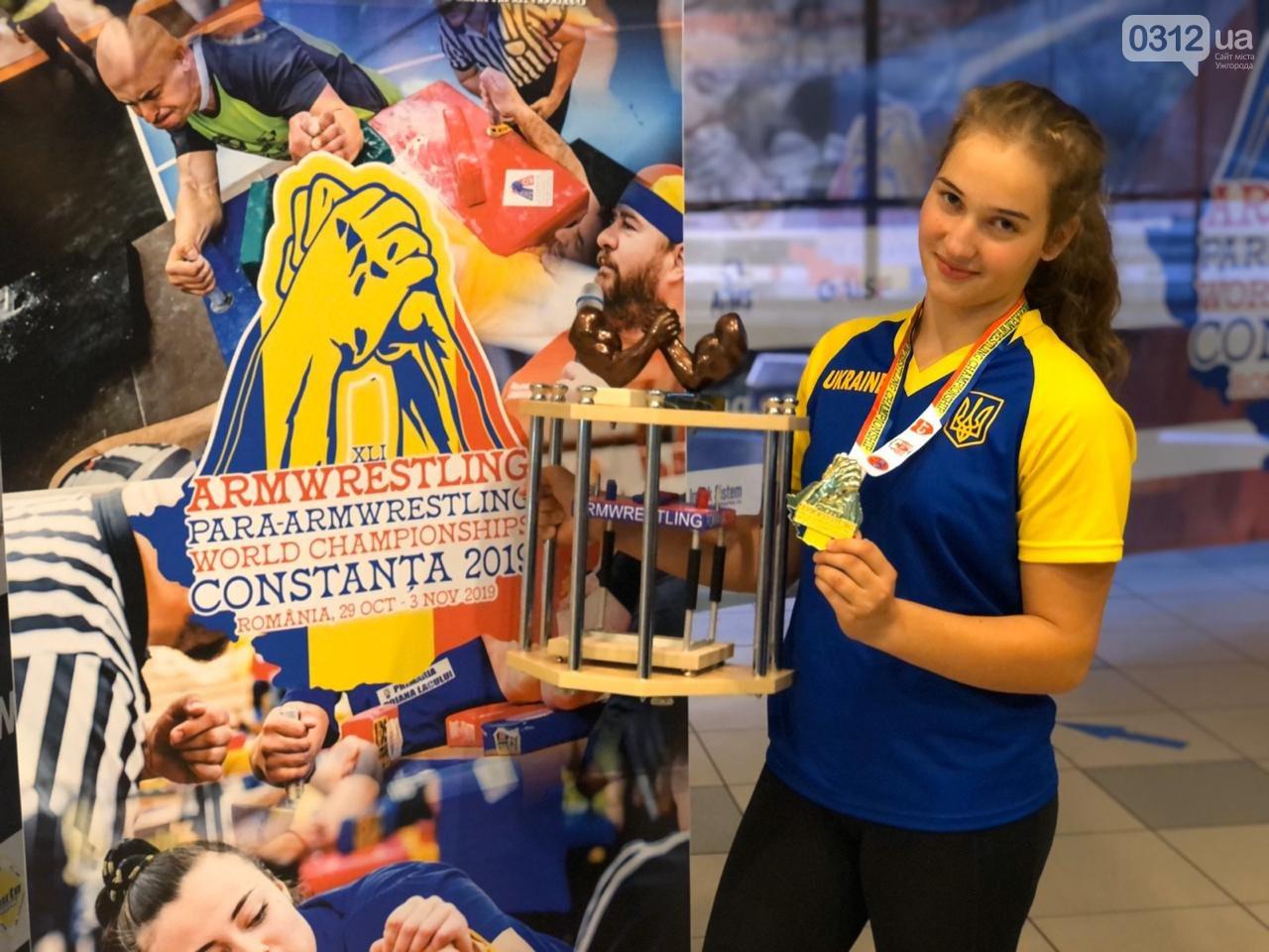 Чемпіонат пройшов у румунському місті Константа. 14-річна спортсменка перемогла у ваговій категорії 60 кілограмів.