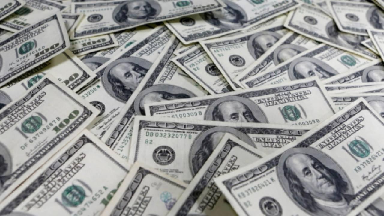 Журнал Bloomberg поставил самые богатые семьи мира на первое место с состоянием в $238,2 млрд, по данным семьи Уолтон, владеющая сетью супермаркетов Walmart.