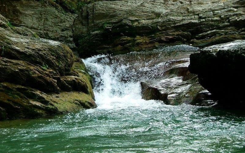 Ніреський водоспад — водоспад в Українських Карпатах, у масиві Тупий Закарпатської області.