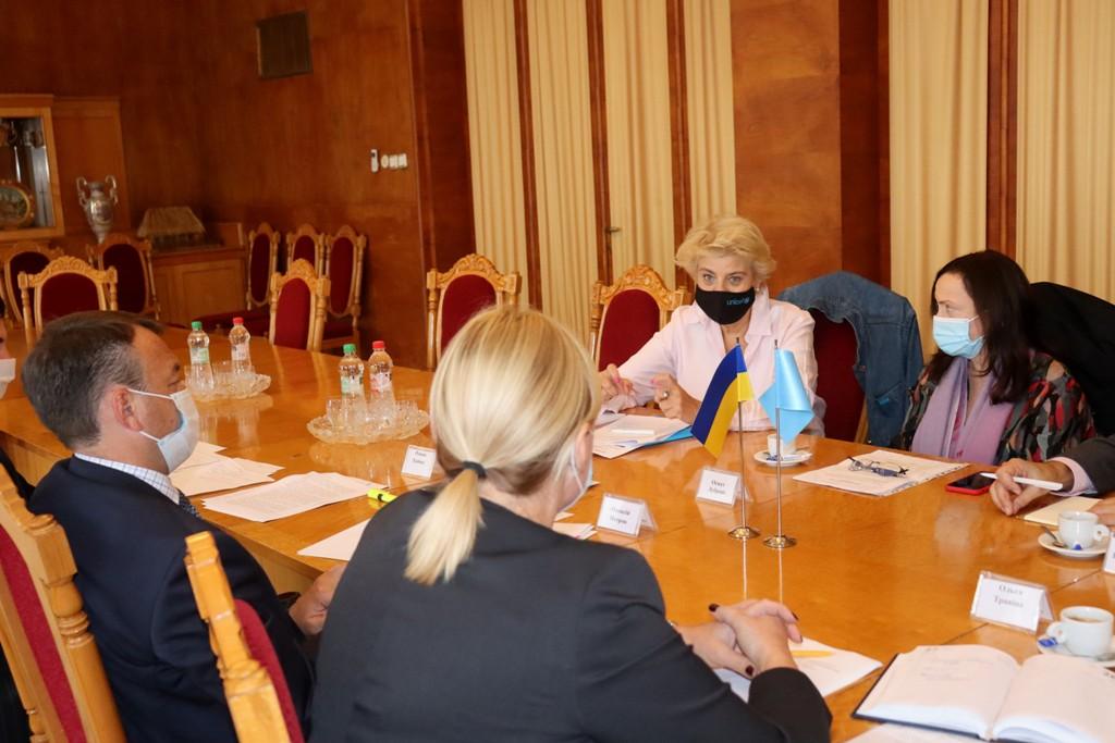 Керівник області зустрівся із координаторкою системи ООН в Україні Оснат Лубрані (CША) та головою Представництва ЮНІСЕФ в Україні Лоттою Сільвандер.
