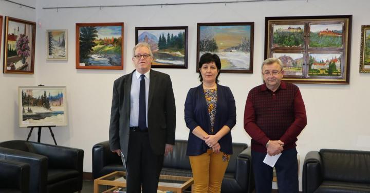 У приміщенні Генерального консульства Угорщини в Ужгороді 25 лютого презентувалася виставка художника-аматора Міхая Повка.