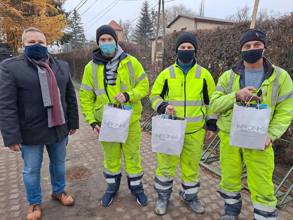 Героями стали украинцы, работавшие в строительстве - Руслан Голуб, Иван Ковальский и Иван Кузьмич.