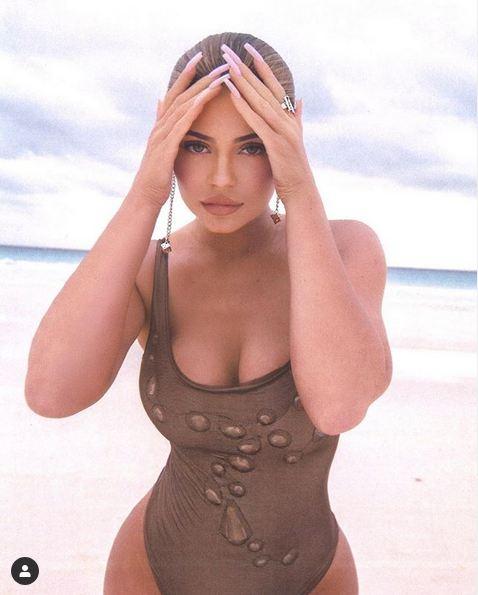 Американська модель Кайлі Дженнер постійно радує своїх шанувальників новими фото в Instagram.