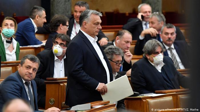 Партія, яку очолює колишній прем'єр-міністр Ференц Дюрчань, назвала таке рішення незаконним.