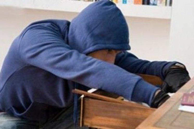 Крадіжка сталася в облансому центрі Закарпатті в салоні лазерної косметології.